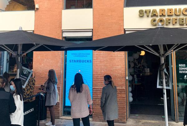 Écran LED vitrine pour Starbucks à Toulouse
